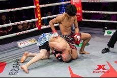 恩波格斗藏族少年一回合TKO对手,闪耀世界格斗赛开启职业新篇章