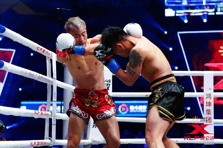 开场孙志祥遭受到了泰国对手猛烈的进攻,一时间孙志祥在节奏上变得被动。