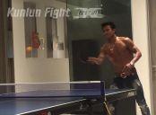 播求半裸打乒乓球